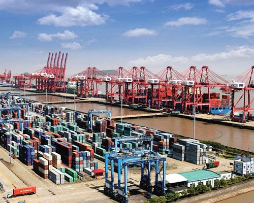 Shanghai permanece o mais movimentado porto de contêineres do mundo