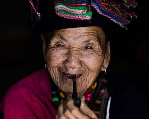 Mulheres na lente do fotógrafo Rehahn, a idade não pode esconder seu amor pela vida em seus sorrisos