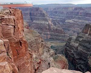 中领馆:留意美国大峡谷公园安全风险 勿贴近悬崖拍照