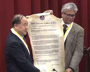 莫言获秘鲁天主教大学荣誉博士学位