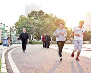 纪念毛泽东题词发表66周年 湖北内蒙古辽宁举行全民健身活动