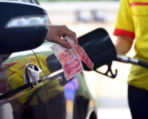 23日成品油价格每吨或降220元 低油价时代来临