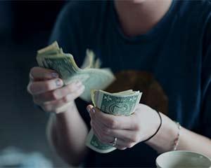 杭州姑娘刚到英国留学 竟被骗走10万元学费