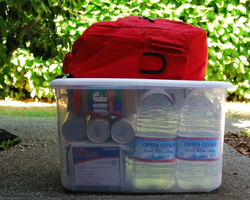 Prepare yourself and build a disaster emergency survival kit