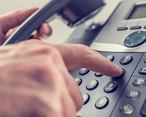 """中国驻新加坡使馆提醒在新中国公民防范冒充""""DHL""""工作人员的电信诈骗"""