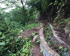 四川宜宾:引水工程水渠一敲就碎 徒手能扳下水泥
