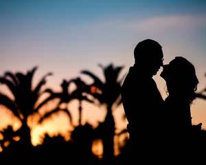 """泰国沉船情侣大婚被称现实版""""泰坦尼克号"""":劫后余生第一件事就是娶你"""
