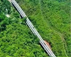 中国首条国际高速,驴友们可以选择自驾游出国,20小时游三国!