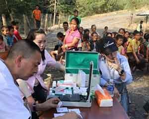 中国公司带来了医疗队——中老合作水电站在老挝村寨组织体检、义诊