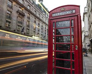 废弃电话亭里的英伦时光