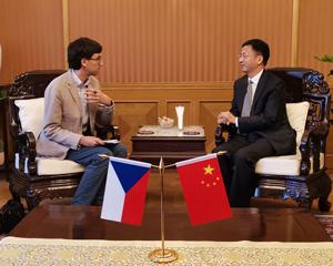 张建敏大使接受媒体采访谈中捷关系和布拉格市、中国电信企业等问题实录