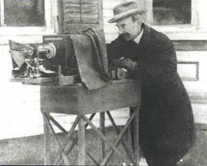 历史上第一位拍摄雪花的人:Wilson Bentley