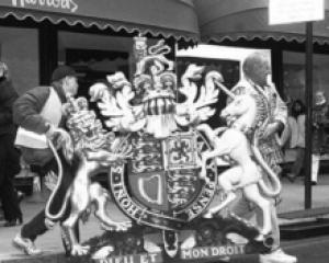 英国'皇家认证'是荣耀也是负担